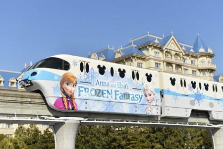 アナと雪のフローズンファンタジー 電車
