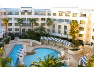 アンバサダーホテル
